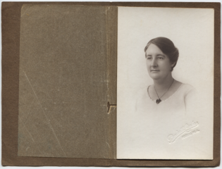 Helen Hall, Perth 1924.png