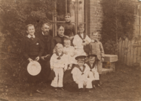 Family-of-sailors 36099084135 o.png