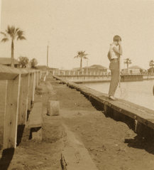 Connie Hall crabbing in Carnarvon (cropped).png
