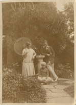 Marian-nyria-and-geoffrey-in-1926 35929369272 o.png