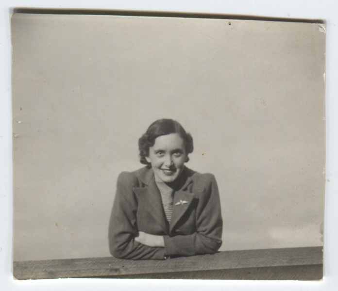Photo of Margaret sent to Murray in England.png