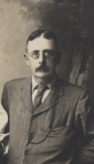 Helen with Tom Lodge, 1909, cropped for Tom.png