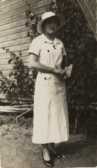 Margaret Wilson, hat and weatherboards (cropped).png