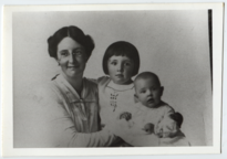 Helen, Constance, and Margaret c.1915 (full).png