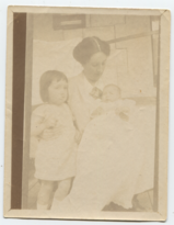 Helen with Constance and Margaret, Strelley 1915.png