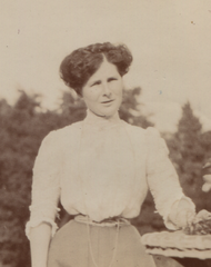 Marion Croskery, 1905 (cropped 2).png