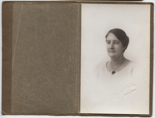 Helen Hall 1924.png