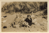 Hancox-family-on-the-beach-c1928 36058294646 o.png
