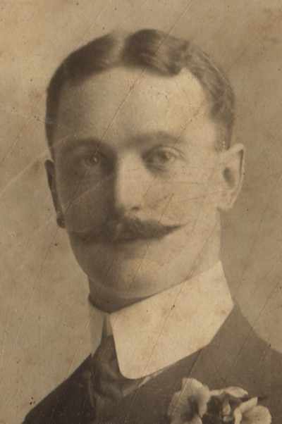 Eric-hancox-in-1905-detail 36058285906 o.png