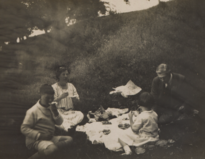 Family-picnic-august-1923 cropped.png