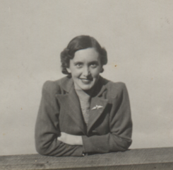 Photo of Margaret sent to Murray in England, cropped.png